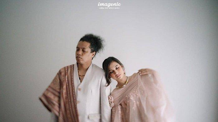 Kami Tidak Melawan Arus Menikah Tanpa Restu Arie Kriting Tulis Pesan Cinta buat Indah Permatasari