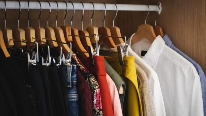 Penyebab Lemari Pakaian Berjamur & Cara Mengatasinya