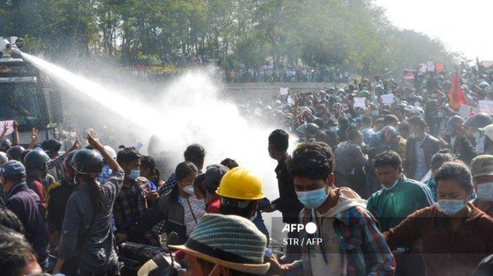 Polisi Keluarkan Tembakan menuju Udara Tiga Orang Terluka Myanmar Memanas